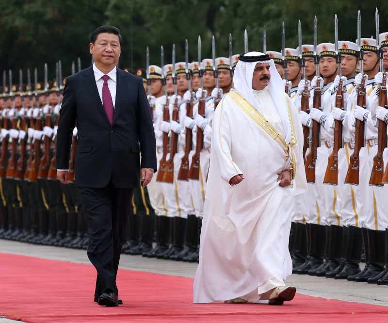 Bahrain King with Chinese President inspecting a ceremonial parade