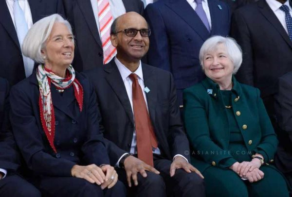 Singapore's Finance Minister and International Menotary Finance Committee(IMFC) Chairman Tharman Shanmugaratnam (C), International Monetary Fund (IMF) Managing Director Christine Lagarde (L) and US Federal Reserve Chair Janet Yellen pose for family photos before the IMFC meeting during IMF and World Bank spring meetings in Washington D.C., capital of the United States