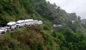 Devotees stranded in Chamoli district of Uttarakhand after Badrinath Yatra got suspended