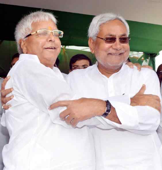 Lalu Prasad Yadav and JD-U leader Nitish Kumar during a rally in Hajipur of Bihar