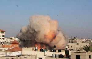 Photo taken on Aug. 26, 2014 shows an explosion caused by missile from an Israeli airstrike targeted the house of Palestinian senior Islamic Jihad leader Nafez Azzam in the southern Gaza Strip City of Rafah. A ceasefire came into effect on Tuesday at 7:00 a.m. (0400 GMT), after an agreement, brokered by Egypt, reached between Israel and the Palestinian factions, including Hamas movement. (Xinhua/Khaled Omar)