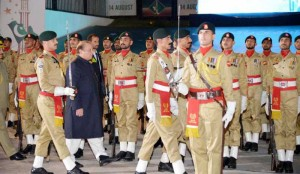 Pakistani Prime Minister Nawaz Sharif (2nd L) inspects honor gurads during a ceremony to mark Pakistan's Independence Day in Islamabad, capital of Pakistan. Pakistani Prime Minister Nawaz Sharif on Thursday used his Independence Day speech to pay tributes to the security forces fighting militants in North Waziristan tribal region. (Xinhua/PID) ****Authorized by ytfs****