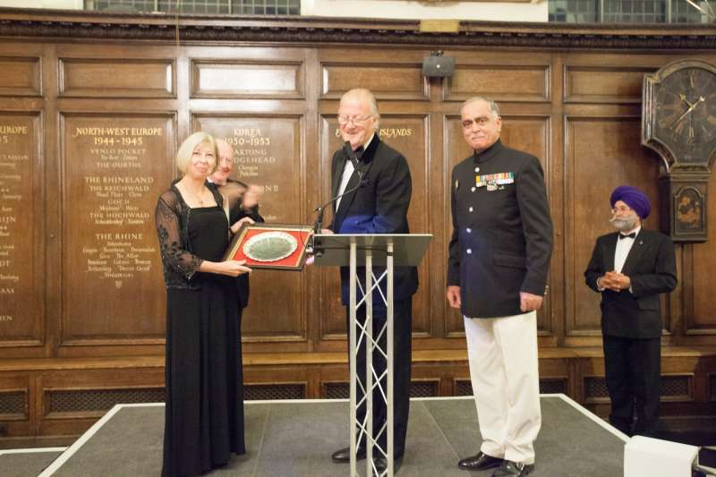 Lt Gen T S Shergill PVSM, former Colonel of the Regiment of the Deccan Horse and Scinde Horse, presents the silver salver to Janice Murray, Director General at the NAM