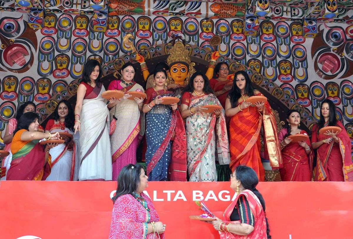 Actress Agnimitra Paul, Usha Uttup, June Malih, Maneka Sorkar, Rimjhim, Arunima Ghosh and others play with sindur (blood-red powder) during Sindur Khela Festival in Kolkata on Oct 6, 2014. (Photo: Kuntal Chakrabarty/IANS)