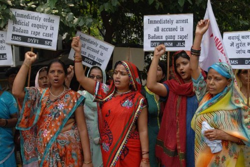 Members of the DYFI, JMS and SFI raising slogans during a demonstration infront of Uttar Pradesh Bhavan, demanding immediate arrest of culprits involved in Budaun rape case in New Delhi on May 31, 2014.