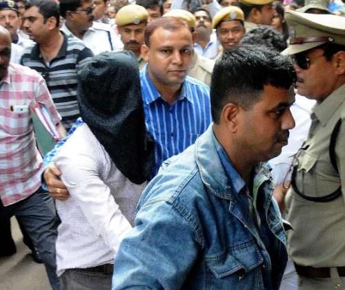 Kolkata: Khalid Mohammed, main accused of Burdwan blast being produce at local court by NIA official in Kolkata on Nov 20, 2014. (Photo: IANS)