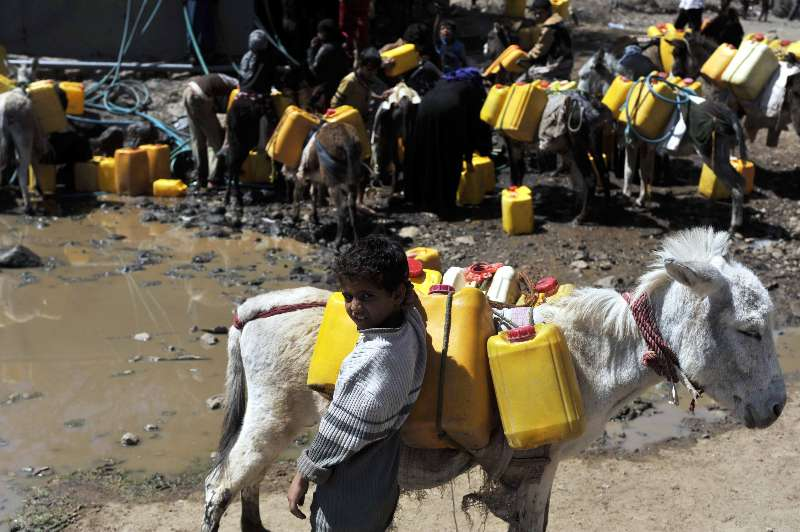 A boy waits for filling tanks with clean water at al-Ajlub district, 180 km south of Yemen's capital of Sanaa. (File photo)