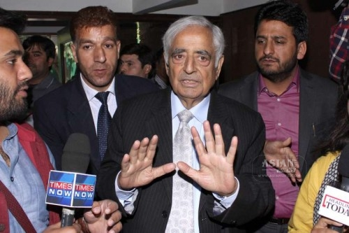 PDP patron Mufti Mohammed Sayeed addressing media at J&K House, in New Delhi after his meeting with the Prime Minister Narendra Modi on Feb 27, 2015.