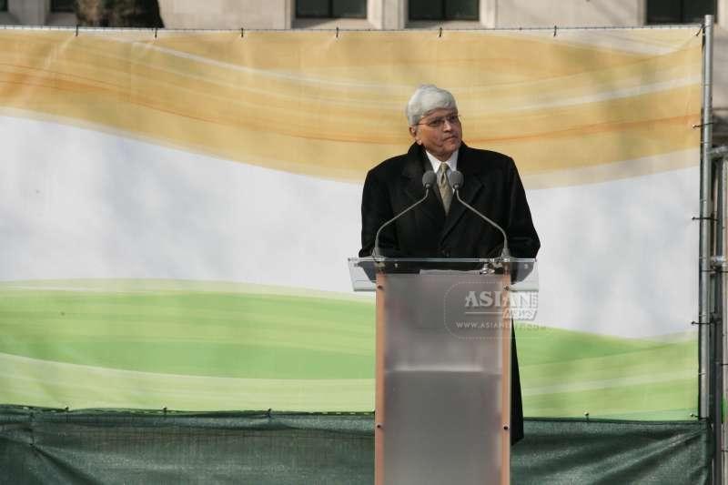 Gopalkrishna Gandhi addressing the audience . Pic: Arun Jacob Thomas/Asian Lite