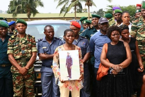 A woman holds a picture of one deceased soldier in Yaounde, Cameroon, March 6, 2015. The Cameroonian government handed over the bodies of 39 soldiers, out of which 38 died in the fightings against Nigerian Islamist sect Boko Haram, to their respective families in a ceremony hosted by Defence Minister Edgar Alain Mebe Ngo'o