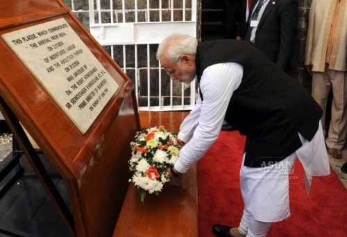 The Prime Minister, Shri Narendra Modi paying homage to the Aapravasis at the Aapravasi Ghat, at Port Louis, in Mauritius on March 12, 2015.