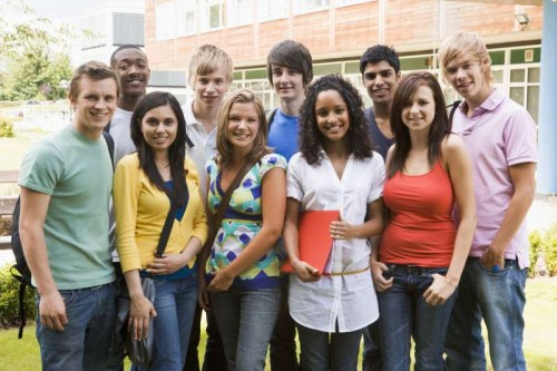 Students-on-campus_sizeM
