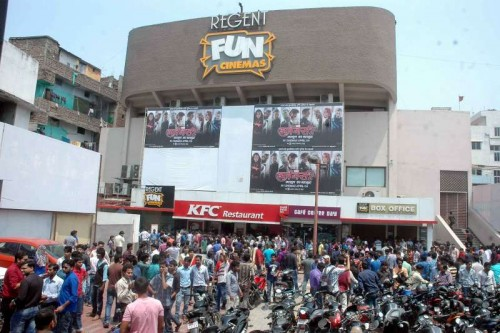 People rush out of a cinema hall as an earthquake jolts Patna on April 26, 2015.