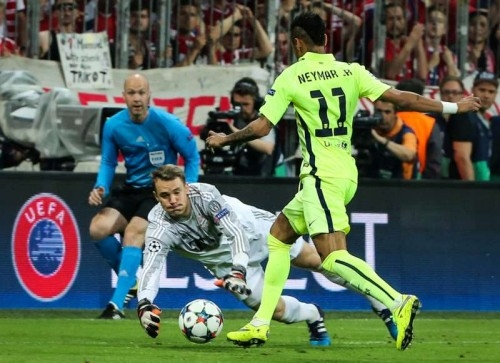 Bayern Munich's Manuel Neuer (C) blocks as Barcelona's Neymar (R) takes a shot during the UEFA Champions League semi-final second leg match between Barcelona and Bayern Munich, in Munich, Germany, on May 12, 2015. Bayern Munich won the match 3-2 but Barcelona qualified for the final with a total score 5-3.