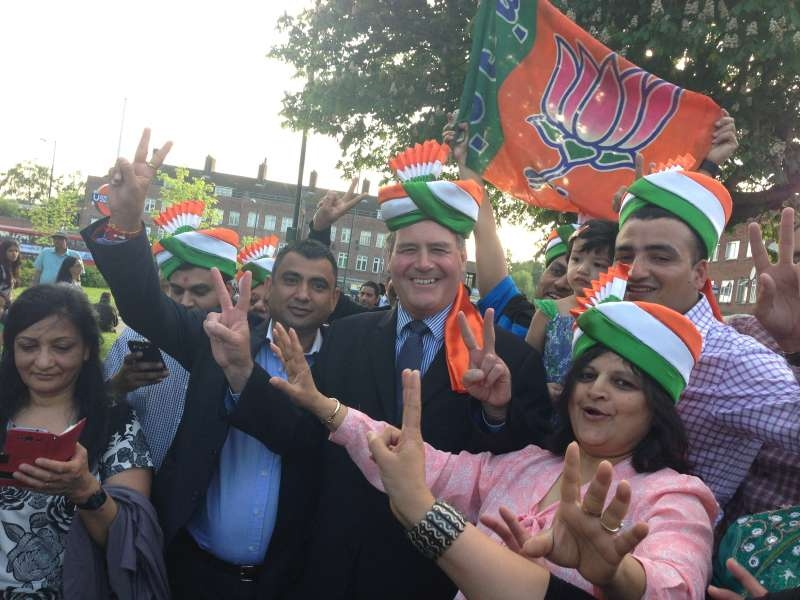 Bob Blackaman joins with the Indian diaspora to celebrate Modi victory at Queensbury