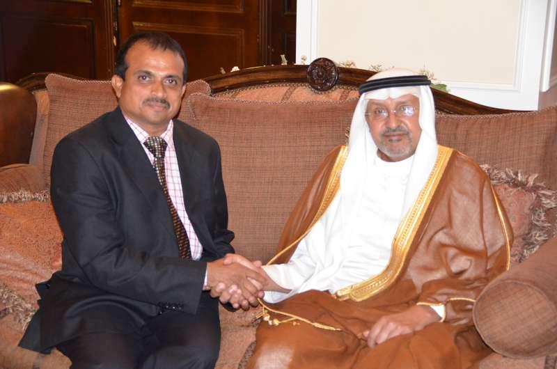 Dr Zubair with Prince Faisal in Jeddah (1)
