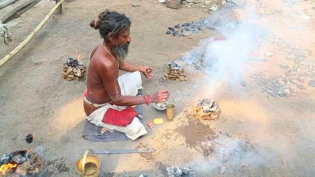 An Indian sadhu performs Puja