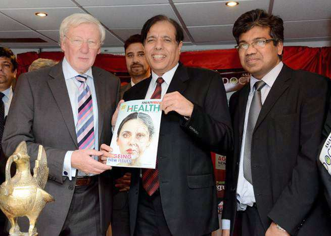 Dr Kailash Chand (middle) during the launch of Asian Lite's Health magazine