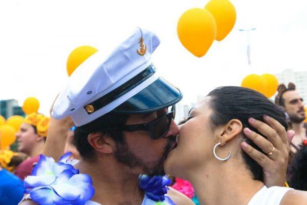 couple kissing kiss sex