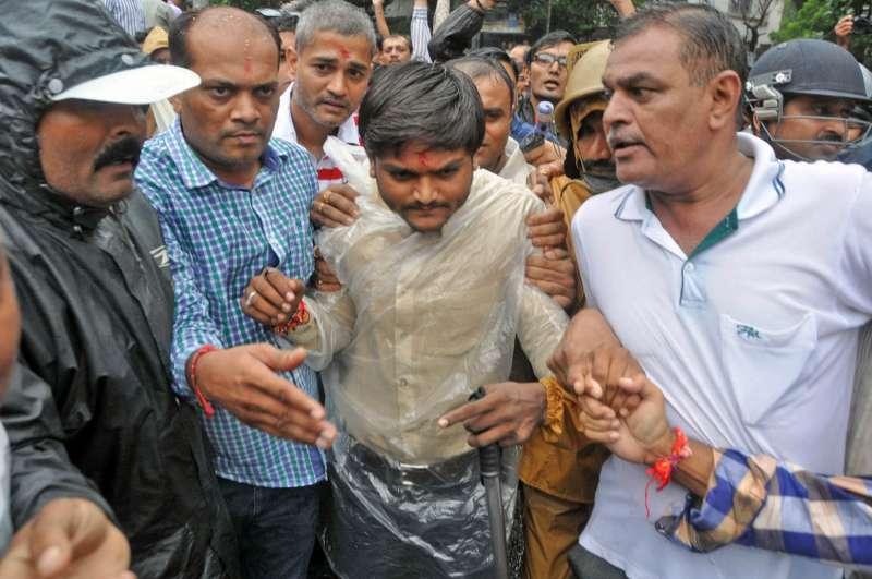 Surat: Patidar Anamat Andolan Samiti activist Hardik Patel detained by Surat police before carrying out his `Ekta Yatra` from Varachha Road in Surat