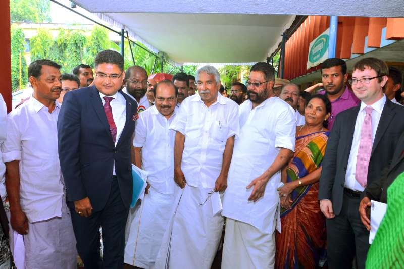 British Deputy High Commissioner Chennai, Bharat Joshi with Chief Minister of Kerala, Oommen Chandy at the launch of 'Framework for Future Proofing Aluva' in Kochi, Kerala