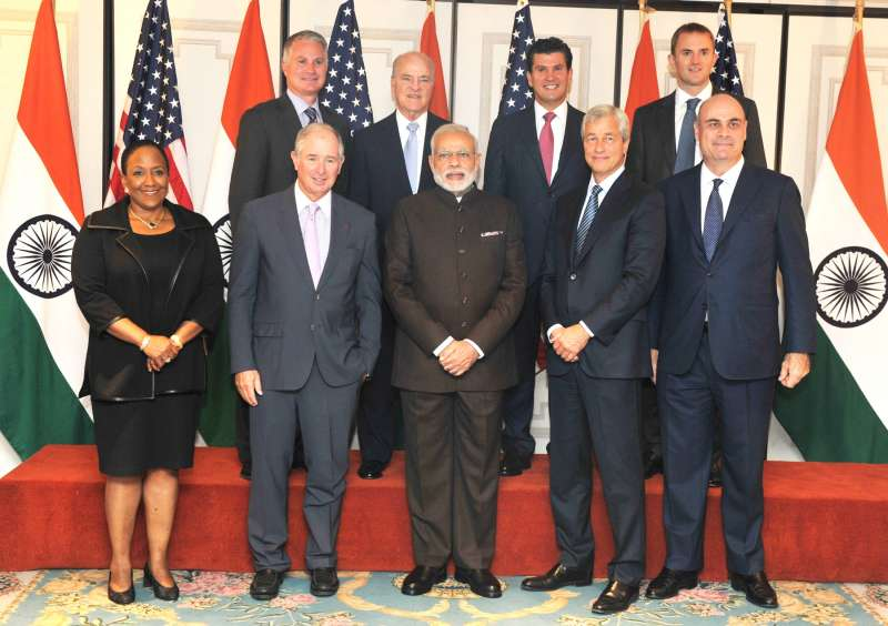 Prime Minister Narendra Modi in a group photograph with the participants of Roundtable meeting on Financial Sector in New York