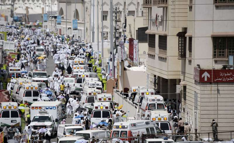 Ambulances rush to rescue victims of stampede in Mekah