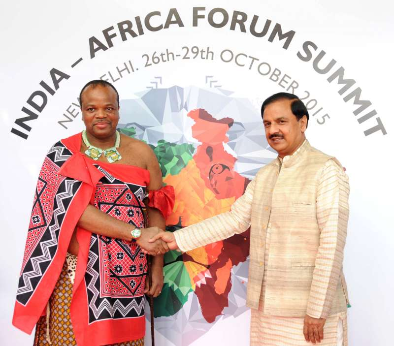 The King Maswati III of Swaziland being received by the Minister of State for Culture (Independent Charge), Tourism (Independent Charge) and Civil Aviation, Dr. Mahesh Sharma, on his arrival, in New Delhi
