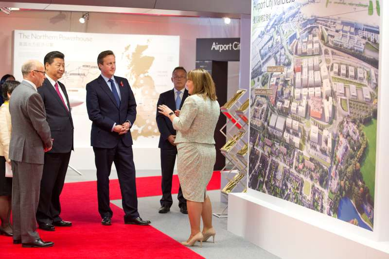 Cameron and President Xi Jinping looking at Airport City Manchesters China Cluster