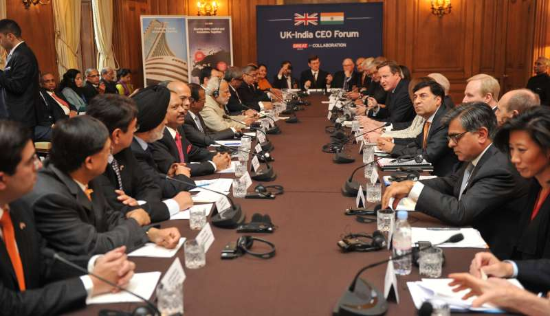 Prime Ministers David Cameron and  Narendra Modi along with the top CEOs from India and Britain at the Indo-UK CEO Forum meetin in London