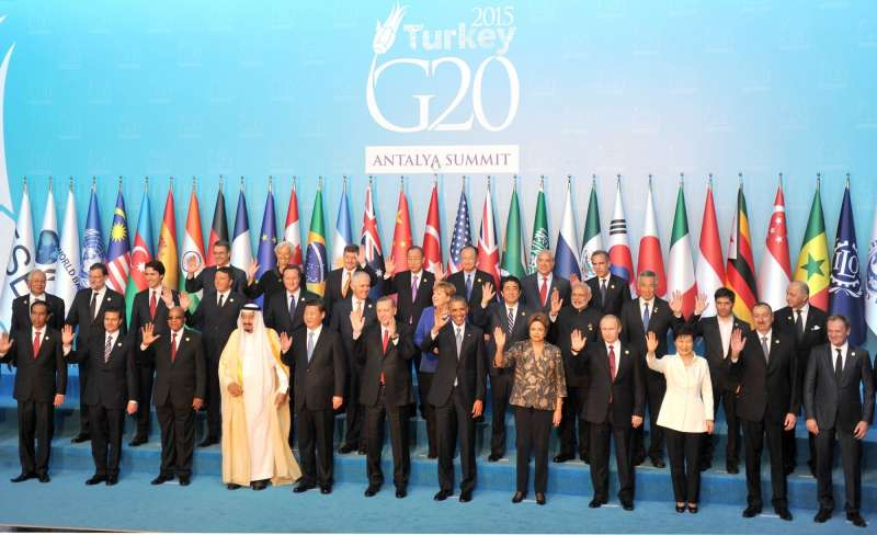 Leaders attending the G20 summit in Turkey pose for the official photograph