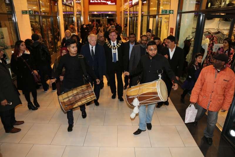Dhol Players greet the mayor