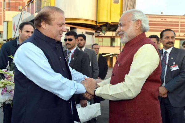 Modi warmly received by the Prime Minister of Pakistan, Mr. Nawaz Sharif, at Lahore, Pakistan 3