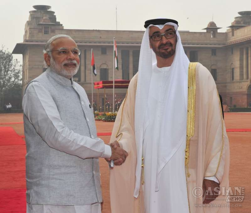 Crown Prince of Abu Dhabi, His Highness Sheikh Mohammed Bin Zayed Al Nahyan being welcomed by the Prime Minister, Shri Narendra Modi, at the Ceremonial Reception, at Rashtrapati Bhavan