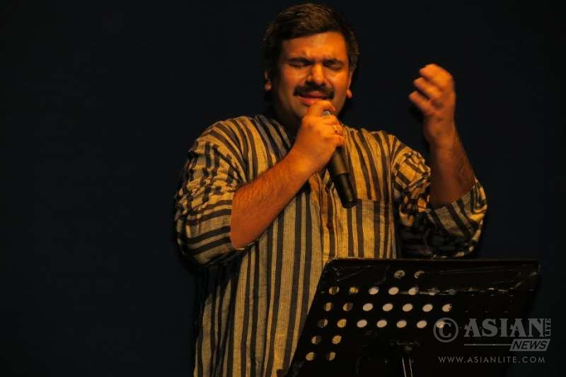 Kishore performing for Sruti