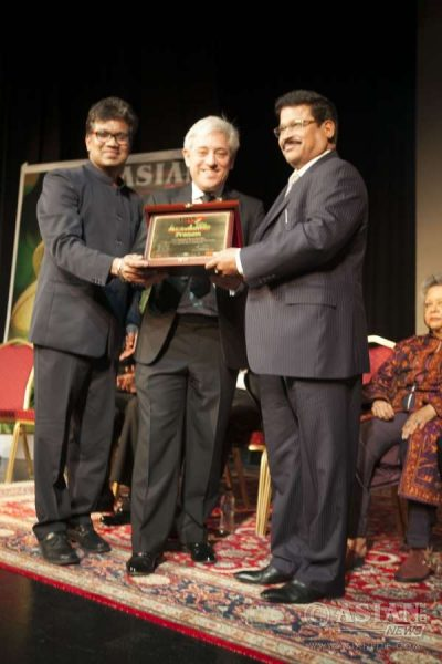 Speaker John Bercow along with Asian Lite Editor Azeez Anasudhin presenting the Pranam Memento to T Ramachandran