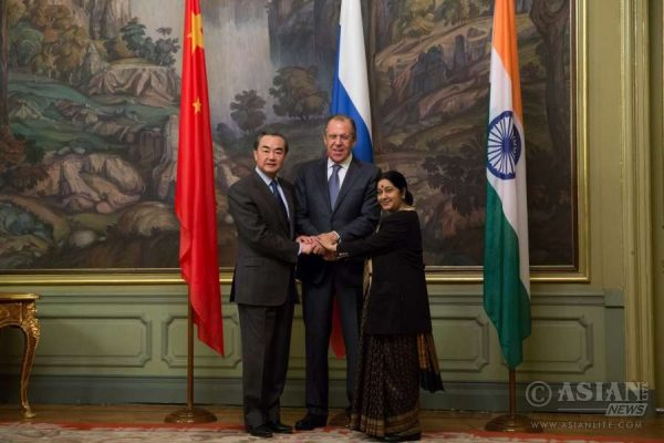 Chinese Foreign Minister Wang Yi (L), Russian Foreign Minister Sergey Lavrov (C) and Indian External Affairs Minister Sushma Swaraj attend the 14th Meeting of the Foreign Ministers of China, Russia and India, in Moscow, capital of Russia
