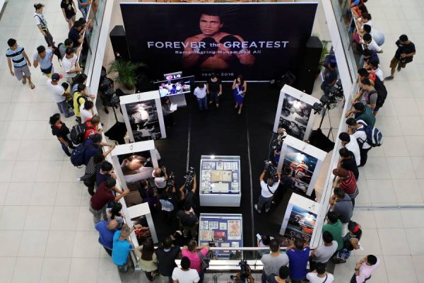 World pays tribute to Boxing legend Muhammad Ali