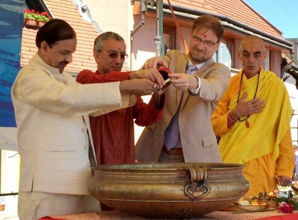 Dr. Mahesh Sharma, Indian  Minister of State for Culture, , Tourism  mixing the water of Ganges and Danube, at Szentendre, in Hungary