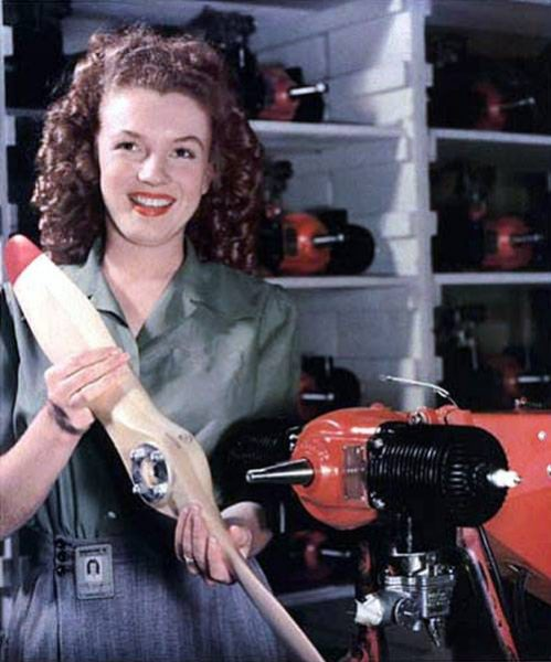 Marilyn Manroe at an ammunition factory