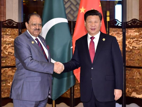 Chinese President Xi Jinping (R) meets with his Pakistani counterpart Mamnoon Hussain in Wuzhen Town, east China's Zhejiang Province (File)