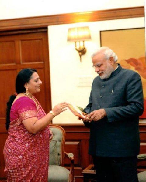Mrs Lodha presenting the book to Mr. Narendra Modi