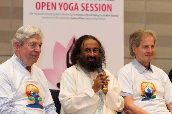 Sri Sri Ravi Shankar addressing the audience