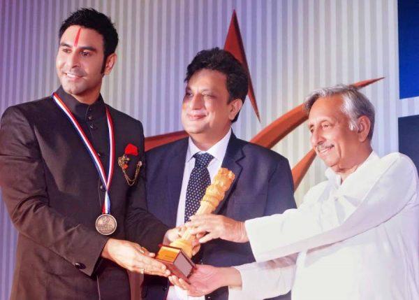 Sandip Soparrkar receiving the Award