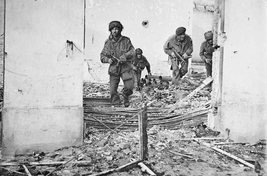 british-paratroopers-advance-through-a-dutch-town-during-the-battle-of-arnhem-september-17-25-1944