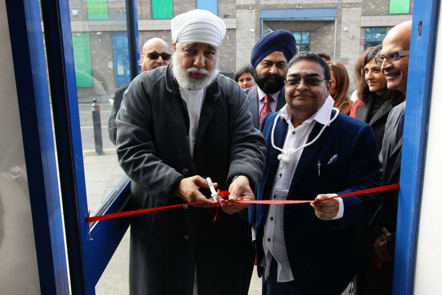 World famous homeopath Padma Shri  Dr. Mukesh Batra opens his fourth clinic in the UK at Southall