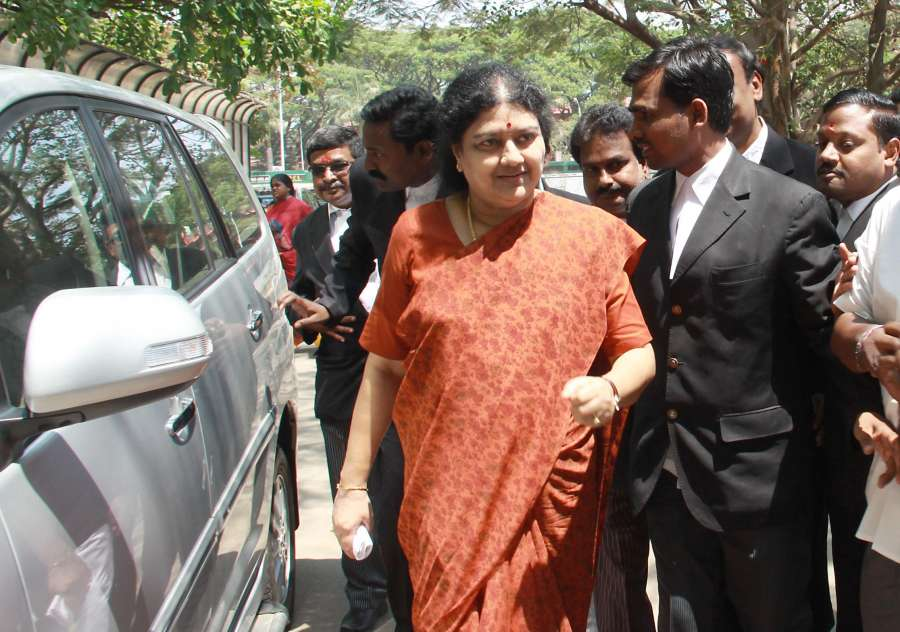Tamil Nadu Chief Minister J Jayalalithaa's friend Sasikala Natarajan arrives at City Civil Court to attend hearing of a case in Bangalore on April 7, 2014. (Photo: IANS)