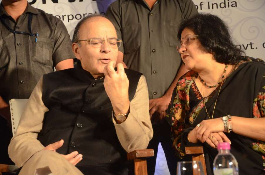 Mumbai: Union Minister for Finance and Corporate Affairs Arun Jaitley and SBI Chairman Arundhati Bhattacharya during the launch of SBI's digital wallet 'MobiCash' in Mumbai on Dec 17, 2016. (Photo: IANS)