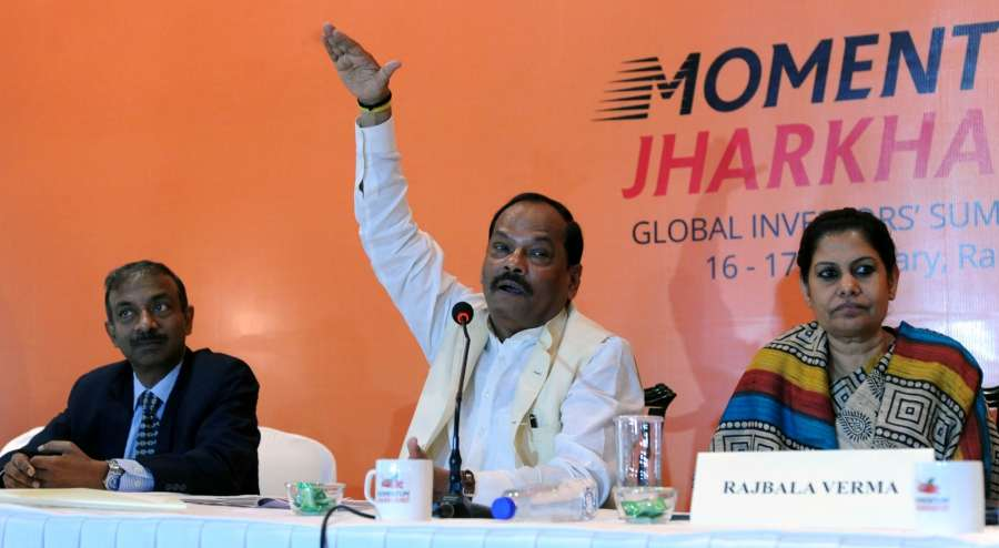 Kolkata: Jharkhand Chief Minister Raghubar Das addresses a press conference regarding 'Momentum Jharkhand' - investment promotion campaign in Kolkata in Kolkata on Aug 19, 2016. (Photo: IANS)