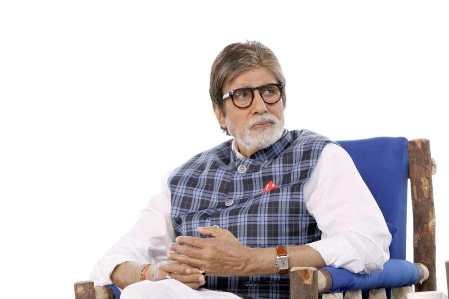 Mumbai: Actor Amitabh Bachchan during the NDTV Dettol Banega Swachh India cleanliness drive at Juhu Beach, in Mumbai on Oct. 2, 2016. (Photo: IANS)